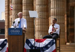 1280px-Biden_Obama_3b